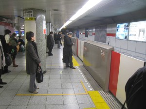 77_subway_platform_barrier